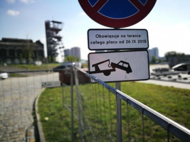 Nieczynny jest darmowy parking przy Muzeum Śląskim w Katowicach. 550 darmowych miejsc mniej i to aż do stycznia to ogromne utrudnienie dla kierowców.