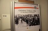Niecodzienna wystawa na placu Wolności w Szczecinku. 75 lat po słynnej manifestacji 3 Maja