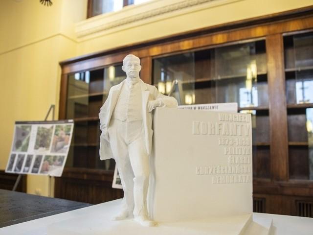 Wojciech Korfanty nie stoi na postumencie, tylko jest o niego oparty - tak ma wyglądać pomnik Wojciecha Korfantego w Warszawie