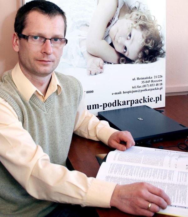 - Gdyby kontrakt byłby mniejszy o 13 proc., tak jak początkowo chciał NFZ, zmuszeni bylibyśmy ograniczyć przyjęcia małych pacjentów - mówi Rafał Ciupiński, prezes Podkarpackiego Hospicjum dla Dzieci w Rzeszowie.