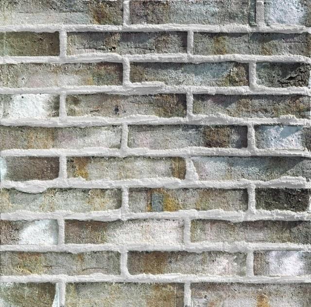 Mur z fugą wypukłąMur z fugą wypukłą, wykonany z cegły licowej ręcznie formowanej tworzy powierzchnię o stylistyce rustykalnej.