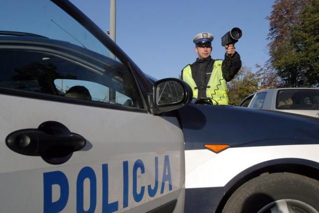 """Policjanci w ramach akcji """"Znicz"""" będą m.in. kontrolować prędkość kierowców"""