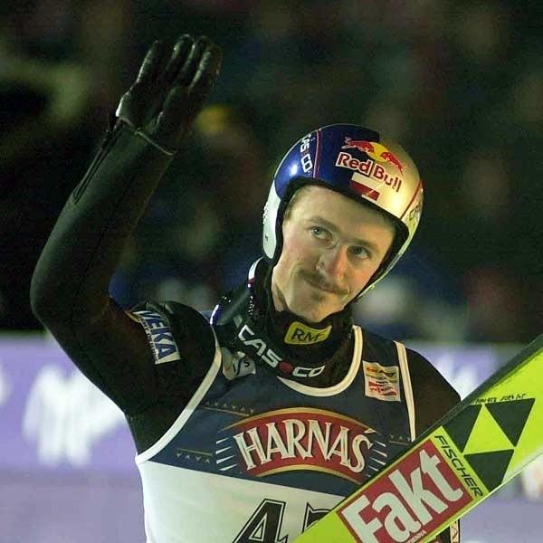 Oby po sobotnim konkursie Adam Małysz miał uniesione do góry ręce.