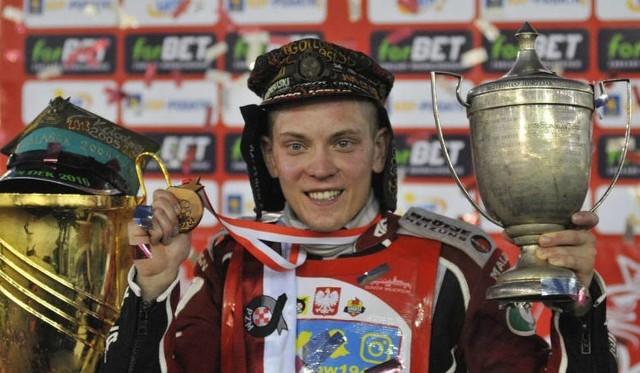 Szymon Woźniak w tym sezonie zdobył w parze z Tomaszem Jędrzejakiem złoto Mistrzostw Polski Par Klubowych, a z Andrzejem Lebiediewem stanał na podium drugiej rundy Speedway Best Pairs.