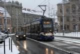 Opady mokrego śniegu. Uwaga kierowcy, może być ślisko na drogach!