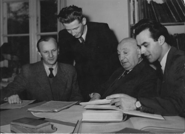 Prof. Henryk Kupiszewski (drugi z lewej) w 1958 roku