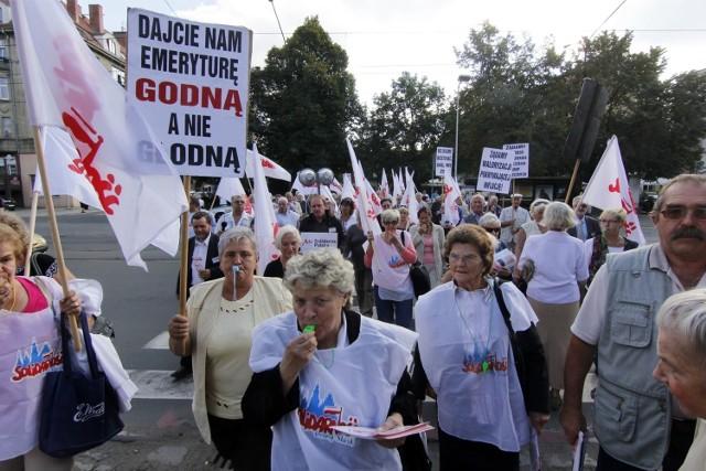 Wrześniowy protest emerytów i rencistów na ul. Curii- Skłodowskiej