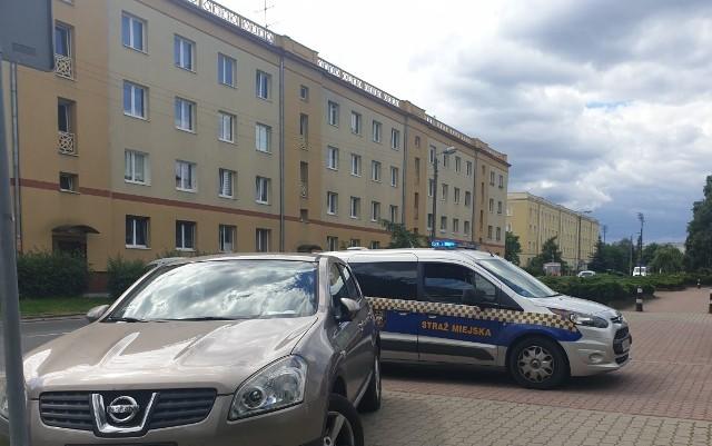 Do zdarzenia z udziałem kierowcy, który źle zaparkował oraz bydgoskiej straży miejskiej doszło w wakacje 2020 roku w Bydgoszczy
