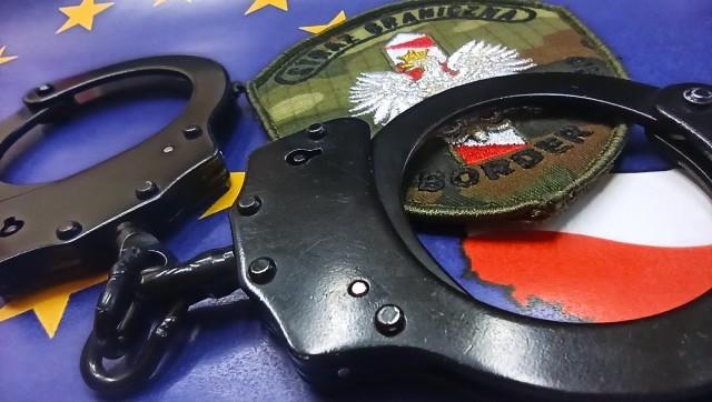 Straż Graniczna zatrzymała fałszerza dokumentów, a przejęli go policjanci z powiatu krakowskiego i doprowadzili do aresztu
