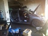 Policja odnalazła 14 luksusowych aut pociętych na części. A to nie wszystko! [zdjęcia]