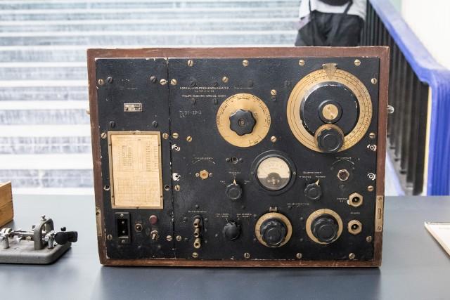 Trwa budowa Centrum Szyfrów Enigma. Wśród eksponatów znajdą się m.in. klucz radiotelegraficzny, wobulator, służący do strojenia radiostacji na U-bootach czy oryginalny kalendarz Kriegsmarine z 1942 r. Przedmioty przekazali darczyńcy.