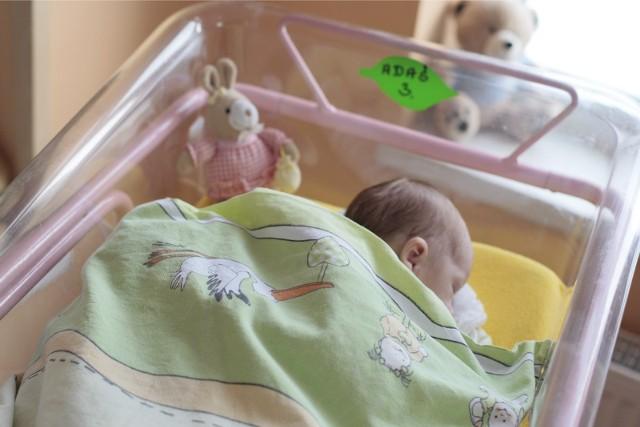 Do ośrodka adopcyjnego w Rzeszowie zgłosiło się 50 rodzin, które chcą adoptować dziecko.
