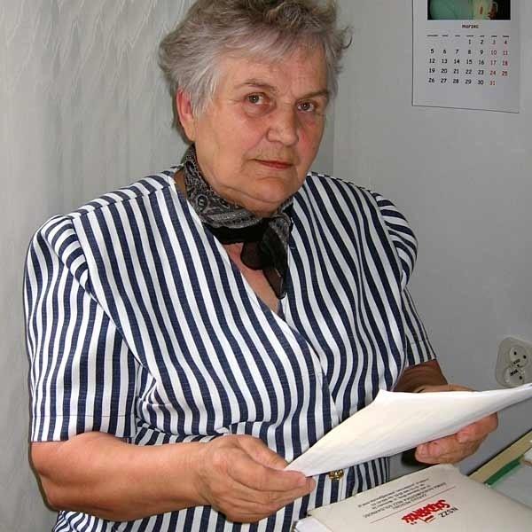 - Nagrodą za 30 lat pracy na ciężkim wydziale hutniczym, są nic nie warte papiery - mówi Anna Sączawa.