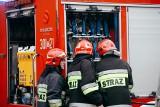 Wyciek oleju parafinowego na ulicy Srebrnej w Bydgoszczy. Strażacy zapobiegli skażeniu środowiska