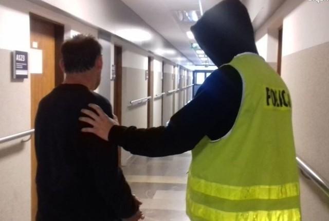 """Policjanci z częstochowskiej komendy, wspólnie z policjantami z Komendy Wojewódzkiej Policji w Katowicach zatrzymali trzech mężczyzn, podejrzanych o usiłowanie włamania do bankomatu oraz kradzieży samochodu, którego użyli podczas """"skoku"""". Na wniosek śledczych, sąd zdecydował o tymczasowym aresztowaniu wszystkich podejrzanych."""