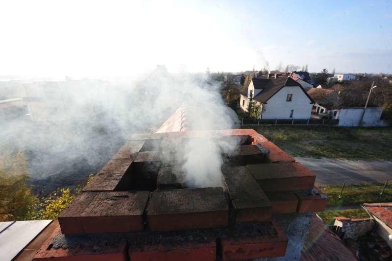 Piece  domowe - a dokładnie to, czym w nich palimy - jest obarczane winą za gorszą jakość powietrza zimą.  Największym grzechem opolan jest spalanie śmieci i kiepskiej jakości węgla.