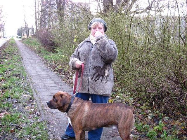 - Współczuję mieszkającym w pobliżu ludziom - mówi Emilia Fojut, którą spotkaliśmy na spacerze z psem.