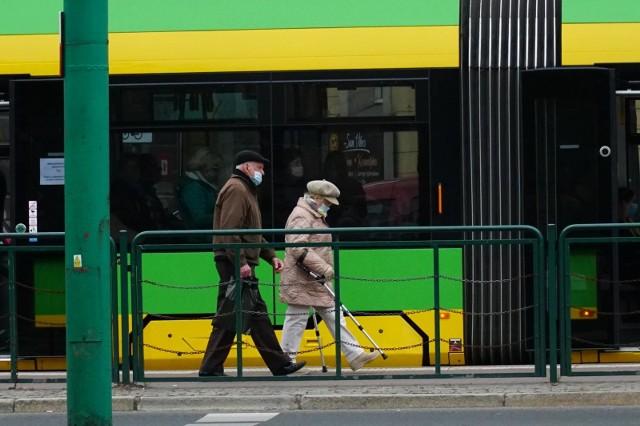 Dwa zdarzenia na poznańskich torowiskach w poniedziałek, 13 lipca. Rowerzystka upadła i wstrzymała ruch, popsuł się też tramwaj na PST