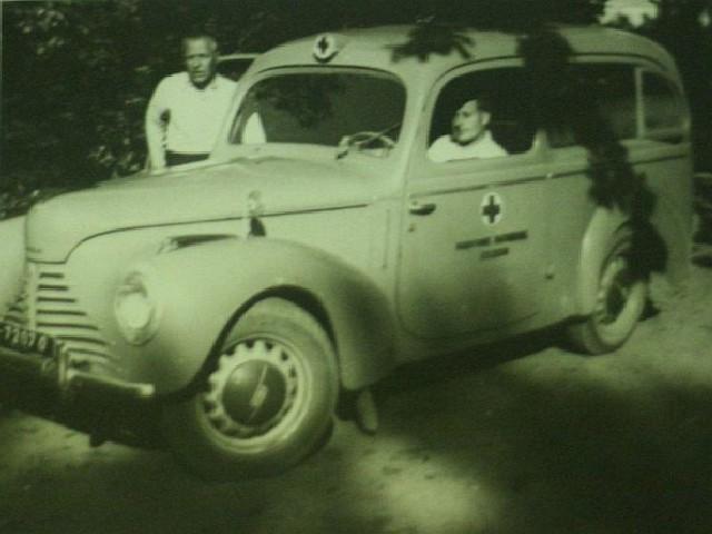 Po wojnie Rysiek pracował w różnych zawodach, aż zatrudnił się na stałe w Pogotowiu Ratunkowym, był kierowcą karetki a następnie sanitariuszem