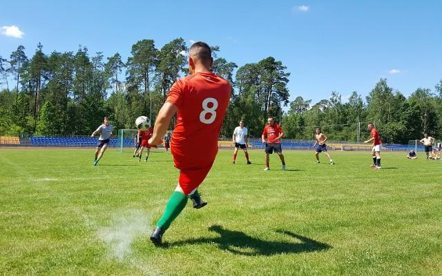 Lelis. Piłkarski turniej charytatywny odbył się na gminnym stadionie.
