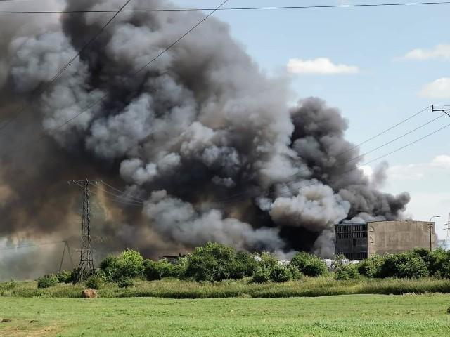 Pożar składowiska śmieci w Kutnie. Mieszkańcy boją się toksycznych odpadów.