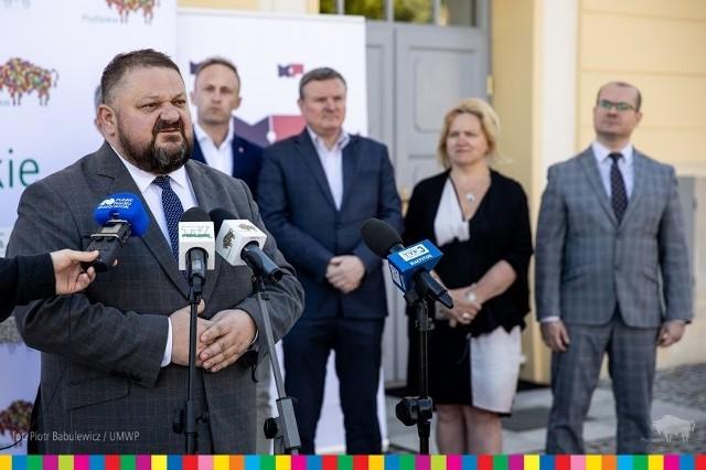 Jak powiedział wicemarszałek Stanisław Derehajło, pieniądze na realizację projektów pochodzą z Funduszu Wsparcia Gmin i Powiatów, którego budżet  zwiększono do 20 mln zł