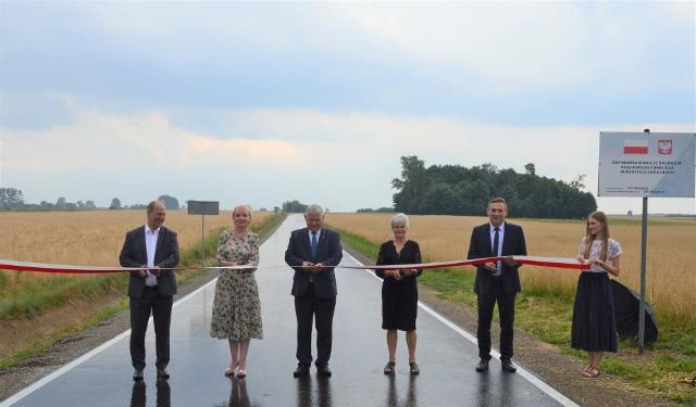 W poniedziałek oficjalnie otwarta została droga gminna Przyłęk-Mszadla Nowa. Nowa nawierzchnia pojawiła się na prawie kilometrowym odcinku.