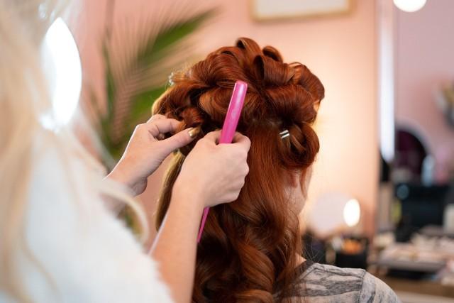 Do niektórych fryzjerów i kosmetyczek można się już umawiać na terminy po 18 maja 2020.