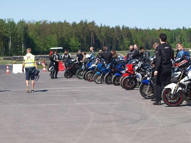 Tor Wschodzący Białystok. Ta sobota będzie dla motocyklistów. Po 20 minut dla 36 maszyn
