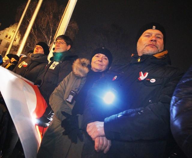 Prof. Krzysztof Podemski podczas protestu KOD-u 13 grudnia ubiegłego roku na placu Mickiewicza