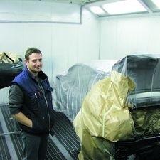 Po lakierowaniu samochód musi suszyć się ok. 50 minut - mówi Andrzej Borowski