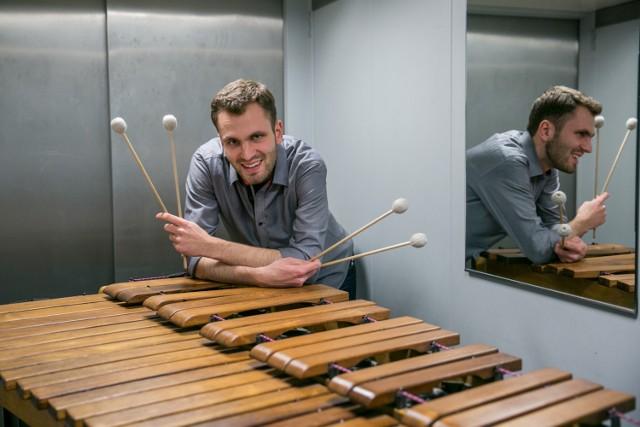 Jakub Frączek z ukochaną marimbą