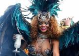 Półnaga Rihanna imprezuje na Barbadosie [wideo]