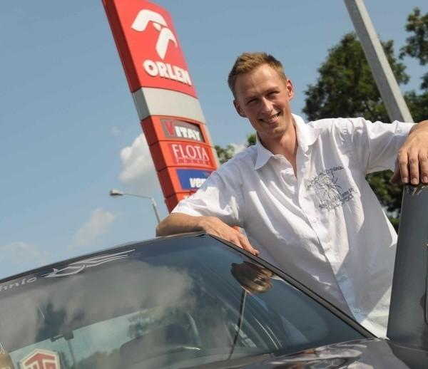 - Jeśli ktoś wymyślił tańsze paliwo, to trzeba je produkować jak najszybciej - uważa Artur Podleska.