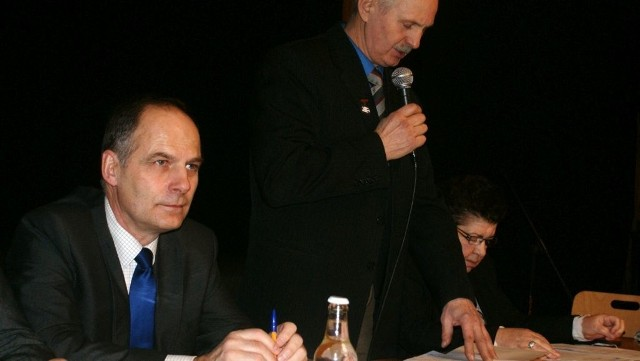 Wiceburmistrz Grzegorz Klauza (z lewej) od momentu zwolnienia sekretarza Grzegorza Zabrockiego wykonuje jego obowiązki. Najpewniej będzie konkurs i Klauza w nim wystartuje