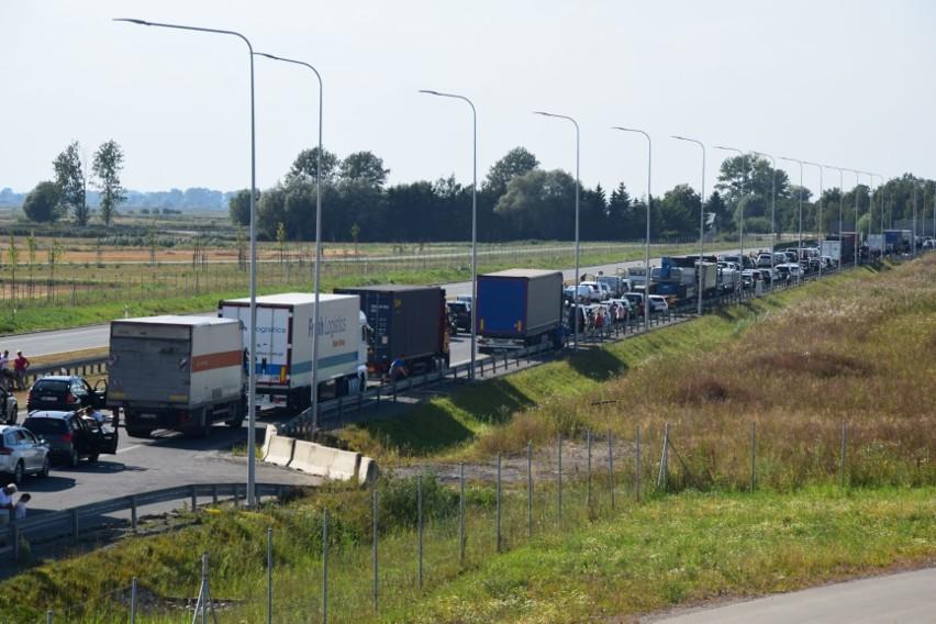 Wypadek na S7 14.08.2020 r. W Stawidłach zderzyły się 3...