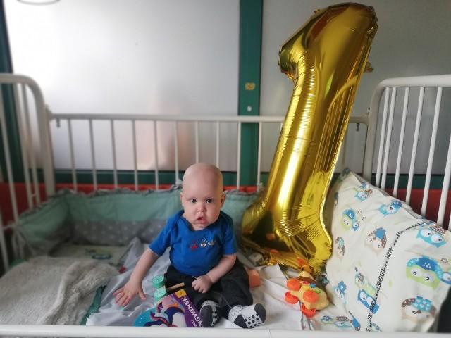 Pierwsze urodziny Wiktorek obchodził w szpitalu im. Jurasza w Bydgoszczy. - Mamy nadzieję, że drugie urodzinki wyprawimy już w domu - mówi pani Iza, mama Wiktorka.