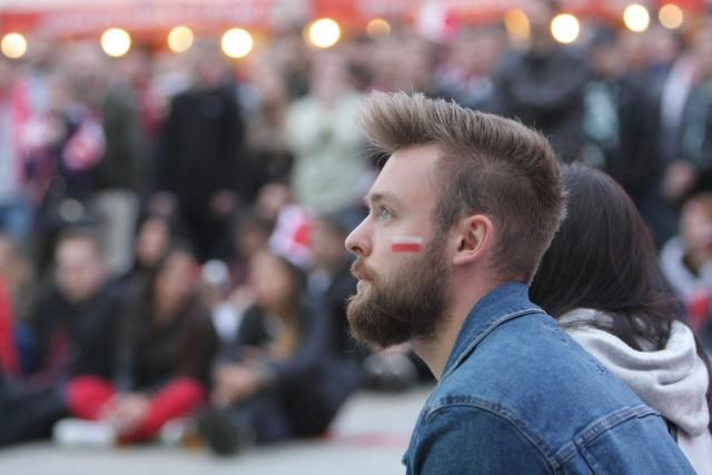 Najwyższy odsetek płatności zbliżeniowych podczas zakupów na stadionach – 74 proc. transakcji Visa – osiągnęli kibice z Polski.
