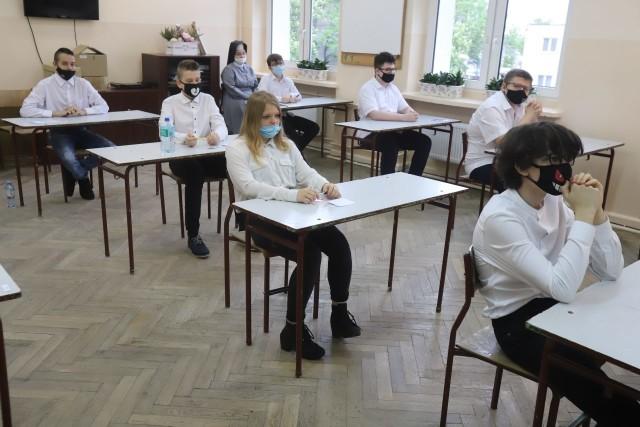 Tuż przed egzaminem ósmoklasisty w Szkole Podstawowen jr 152 w Łodzi - 25 maja 2021.