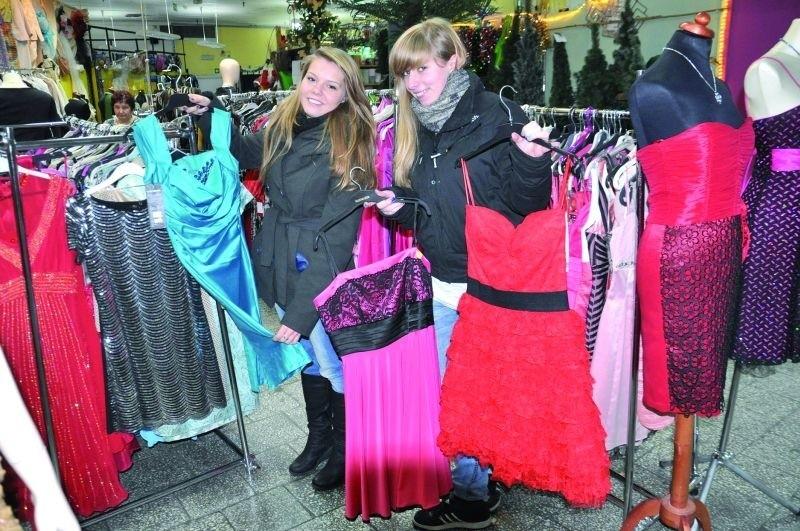 – Sukienka na bal musi myć piękna – twierdzą Martyna Ślązak i Amanda Boniszewska, uczennice II LO w Suwałkach. – Raczej nie patrzyłyśmy na cenę, a na to jak wygląda.