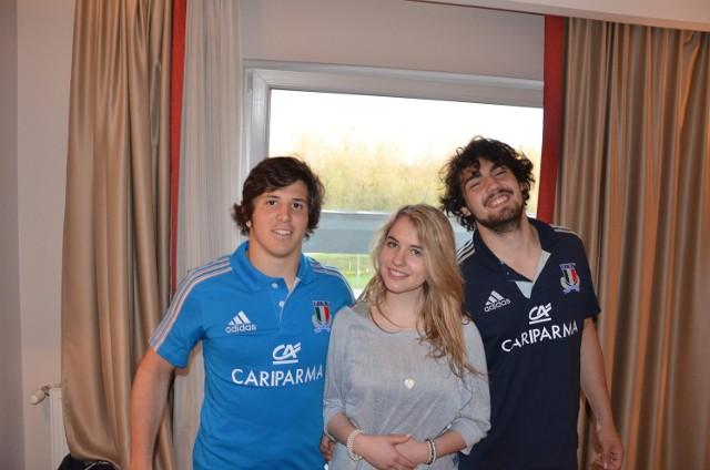 Karolina Rybacka z Działu Marketingu i Promocji ME do lat 18 w towarzystwie reprezentantów Włoch, Pietro Lamaro (z lewej) i Alberto Burratiego