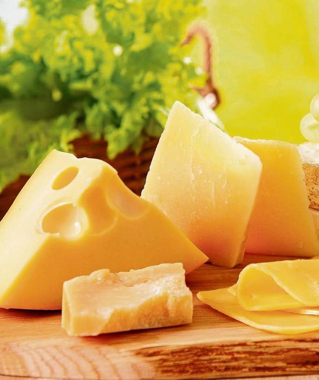 Najlepszym źródłem wapnia są mleko i jego przetwory, np. sery