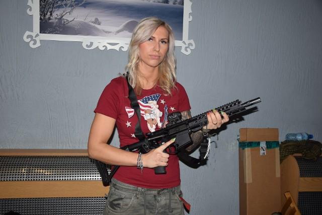 Małgorzata Zdrojek z Milicon Girl prezentowała karabin POF-USA Renegade, kosztujący... kilkanaście tysięcy złotych.