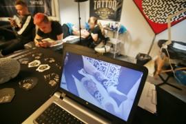 Jest Najmłodszą Tatuatorką W Polsce Stała Się Sensacją