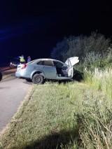 Przykona: Samochód wypadł z jezdni, dachował i wylądował w rowie