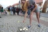 Kolejny Kamień Pamięci poświęcony Żydom. Polscy i niemieccy uczniowie szukają śladów historii
