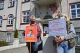 Protest przed sądem w Sulechowie. Radna Krystyna Urbańska jest oskarżona o zniesławienie inwestora