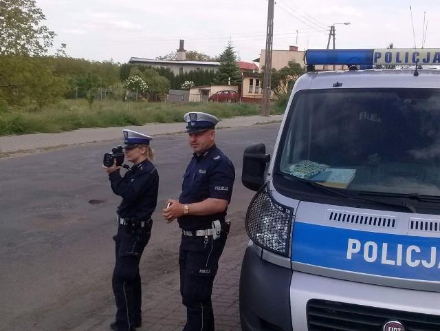 W Nieszawie policja odebrała prawo jazdy kierowcy.