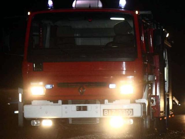 Drewniana stodoła spaliła się w miejscowości Grądy koło Nowogrodu