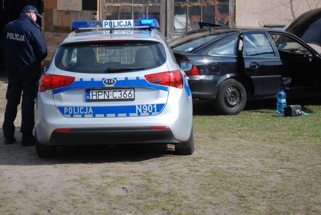 21-letni kierowca zatrzymany w Kołczygłowach pod wpłwem narkotyków. W garażu też je miał